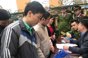 Bị cáo Hoàng Công Lương xuất hiện tại tòa sau thời gian phải nằm viện