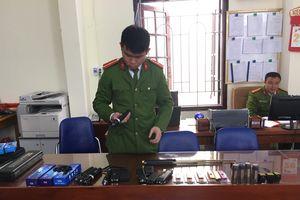 Quang Ninh: Phát hiện kiot kinh doanh nhiều công cụ hỗ trợ trái phép