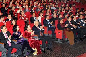 Tổng Bí thư, Chủ tịch nước Nguyễn Phú Trọng tặng quà Tết người nghèo