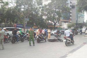 Hai xe máy tông nhau, cô gái trẻ bị đứt gần lìa bàn chân