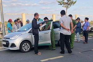 Tài xế taxi ở Cà Mau nghi bị cướp cứa cổ