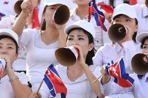 Những cô nàng Triều Tiên xinh đẹp không thể giúp đội nhà thoát thảm bại