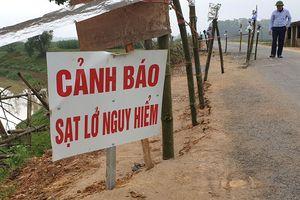 Đường vào xã sạt lở, hơn 10.000 hộ dân có nguy cơ bị chia cắt