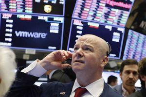 Lo ngại kinh tế Trung Quốc giảm tốc phủ bóng, chứng khoán Mỹ-châu Âu cùng lao dốc