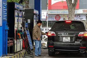 Tự đổ xăng và thanh toán bằng thẻ tại 11 cửa hàng xăng dầu ở TP Hồ Chí Minh