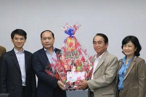 100 triệu đồng thăm hỏi, tặng quà cho người lao động tại công ty Scavi