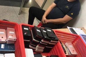 Khách Hàn Quốc nhập cảnh mang theo 200 điện thoại cũ cất giấu tinh vi