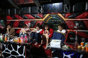 Cảnh sát bắt giữ nhóm nam nữ 'bay lắc' trong quán karaoke