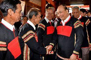 Thủ tướng thăm hỏi, trao quà Tết cho đồng bào buôn Nui ở Đắk Nông
