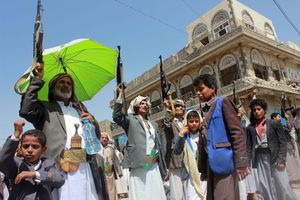 Thiếu lực lượng không quân, Houthi tiến hành chiến tranh 'máy bay không người lái'