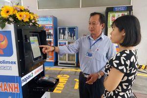 Hướng dẫn mua xăng dầu theo cách quẹt thẻ, tự bơm ở TPHCM