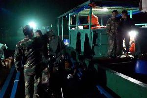 Đồn Biên phòng đảo Trần cứu thành công ngư dân Móng Cái gặp nạn trên biển trong đêm
