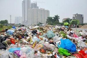 Hãi hùng cảnh rác thải 'tấn công' khu đô thị, chung cư Hà Nội