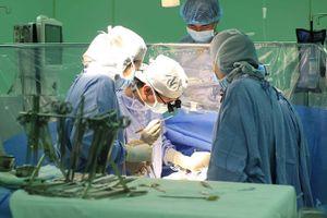 Tái tạo động mạch chủ cứu bé sơ sinh bị bất thường tim