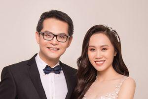 Ảnh cưới đẹp như mơ của NSND Trung Hiếu và vợ kém 19 tuổi