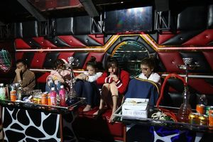 Bắt quả tang nhóm nam nữ tổ chức tiệc ma túy ở quán karaoke