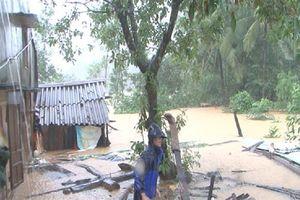 100 hộ nghèo 'mất nhà ở' do mưa lũ được hỗ trợ xây dựng lại