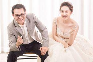 NSND Trung Hiếu công khai ảnh cưới tình tứ cùng vợ kém 19 tuổi