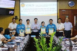 Nhân viên VIAGS Tân Sơn Nhất trả lại gần 400 triệu đồng cho khách