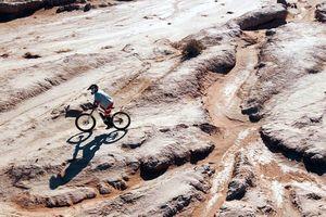 Đua xe đạp qua sa mạc