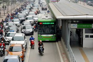 Hà Nội đề nghị xử lý nghiêm phương tiện cá nhân lấn làn BRT: 'Cố đấm ăn xôi'?