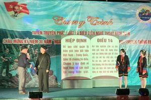 Biểu diễn nghệ thuật phục vụ cán bộ, chiến sĩ và nhân dân biên giới, hải đảo tỉnh Quảng Ninh