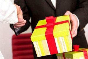 Hà Nội: Nghiêm cấm việc biếu, tặng quà Tết cho lãnh đạo dưới với mọi hình thức