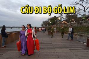 Cầu đi bộ gỗ lim bên sông Hương chính thức khánh thành