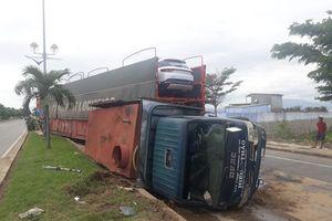 Xe đầu kéo đâm vào xe tưới cây, 2 người bị thương nặng