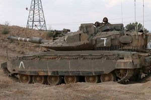 Tổ lái ngủ quên để xe tăng Israel chạy vô định trên xa lộ