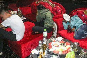 Hàng chục 'nam thanh nữ tú' dương tính với ma túy ở quán bar