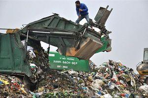 Vẫn chôn lấp, khó dứt điểm việc chặn xe rác