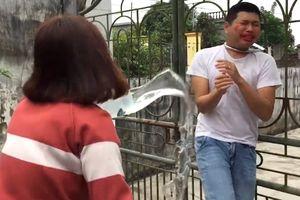 Thực hư ảnh thanh niên bị khóa cổ vào cổng, tra tấn, cắt đồ vì không nghe lời vợ?
