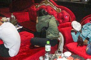 Vĩnh Long: Kiểm tra quán bar phát hiện nhiều đối tượng dương tính với ma túy