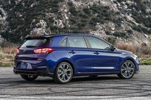 XE HOT QUA ẢNH (16/1): Hyundai ra mắt xe mới giá rẻ, 10 ôtô ế khách nhất tại VN tháng 12/2018