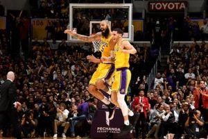 Lakers tạm vượt qua sóng gió khi đánh bại Bulls