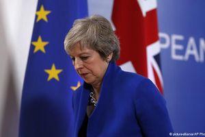 Quốc hội Anh bác bỏ bản kế hoạch Brexit, bà May liên tục đối diện với sóng gió