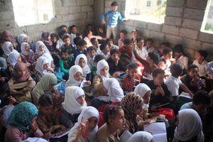 Câu chuyện truyền cảm hứng của đất nước bom đạn Yemen: Thầy giáo biến nhà riêng thành trường học cho 700 trẻ em