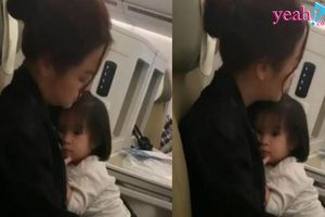 Hình ảnh Phạm Quỳnh Anh ôm con gái nhỏ trên máy bay khiến nhiều người vừa thương vừa xót cho phận mẹ đơn thân