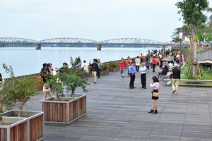 Khánh thành dự án thí điểm đường đi bộ trên sông Hương