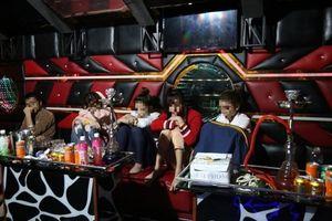 Bắt quả tang nhóm nam nữ tổ chức 'tiệc ma túy' thác loạn trong quán karaoke