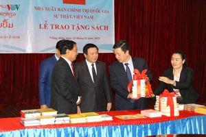 Tặng cuốn 'Biên bản chiến tranh' cùng 14 đầu sách cho nước bạn Lào