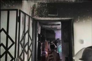 Chung cư ở TP.HCM cháy dữ dội, cư dân hoảng loạn tháo chạy