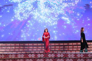 NTK Đỗ Trịnh Hoài Nam trình diễn BST 'Làng phố' tại Lễ hội văn hóa thổ cẩm VN