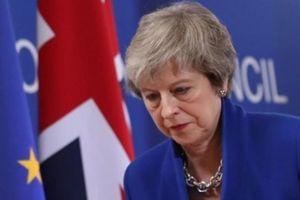 Nhận 'đòn đau' Brexit, Thủ tướng Anh đối mặt với nguy cơ bị hạ bệ