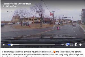 Thót tim nhìn bé gái 2 tuổi văng khỏi ô tô đang chạy