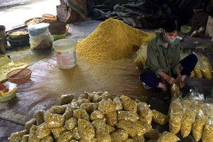 Phát hiện cơ sở trộn lưu huỳnh vào củ riềng xay nhỏ bán ra chợ