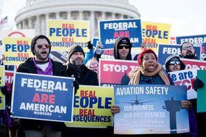 Mỹ 'thấm đòn' vì chính phủ đóng cửa