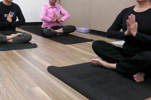 Uốn học viên làm đúng tư thế đến gãy chân, trung tâm Yoga phải đền hơn 670 triệu đồng