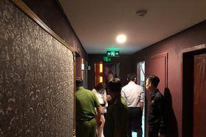 Điều tra vụ một thiếu nữ 17 tuổi bị tra tấn trong quán karaoke